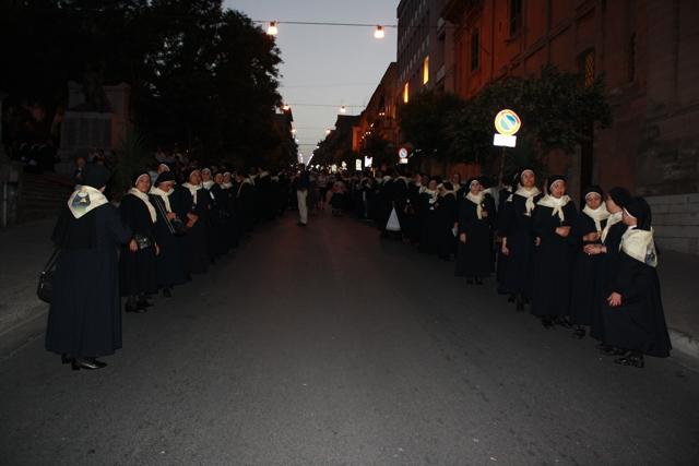 13-processione-verso-la-casa-madre